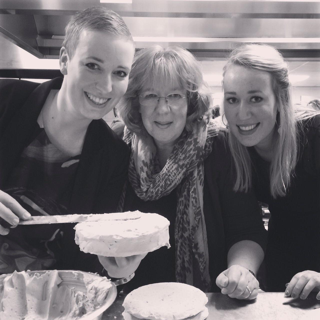 Met m'n moeder en zusje bij de taartenworkshop!